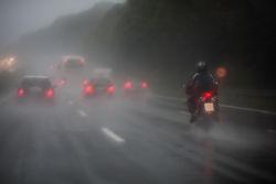 W jaki sposób poprawić widoczność podczas jazdy motocyklem?
