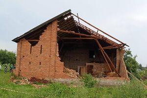 Zerwane linie, uszkodzone dachy, powalone drzewa