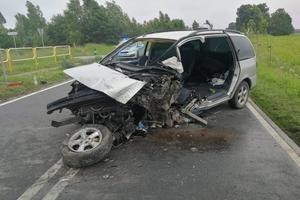 Nie żyje 50-latek, który autem uderzył w drzewo