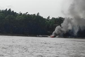 Wybuch na łodzi na Jezioraku! Są poszkodowani [zdjęcia, video]