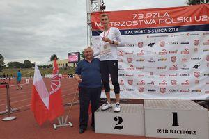 Srebrny medal w trójskoku Kacpra Rudnika podczas Młodzieżowych Mistrzostw Polski