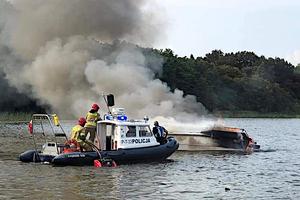 Wybuch i wielki ogień. Sprawdzamy, jaki jest stan zdrowia ofiar pożaru łodzi na Jezioraku