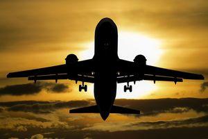 Coraz więcej osób wylatuje z lotniska w Szymanach