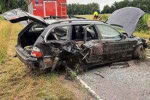 Kierowca BMW wjechał do rowu. Utrudnienia w ruchu na trasie Kronowo-Łapka