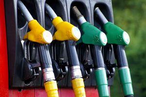 Przy dystrybutorze robi się coraz drożej. Ceny paliwa zbliżają się do 6 zł za litr