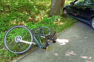 Kierowca audi nie zauważył kolumny rowerzystów ZDJĘCIA