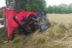 Śmiertelny wypadek pod Jonkowem. 29-latka wjechała w drzewo