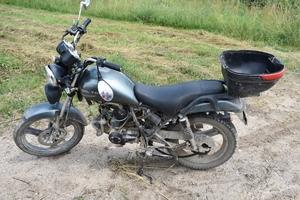Dwoje nastolatków, jeden motorower. Co mogło pójść nie tak?