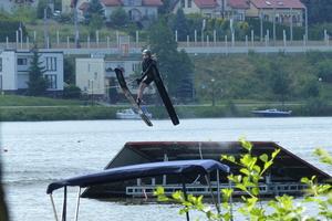 Na nartach po wodzie — na Małym Jezioraku odbyły się mistrzostwa Polski [zdjęcia, wyniki]
