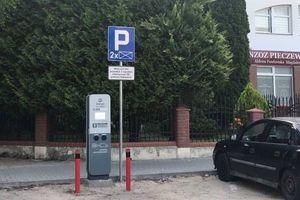 [WRACAMY DO TEMATU] Stacje do ładowania pojazdów na Pieczewie w Olsztynie już działają. Parking i tak powstanie