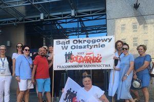 Pracownicy olsztyńskiego sądu na manifestacji w Warszawie