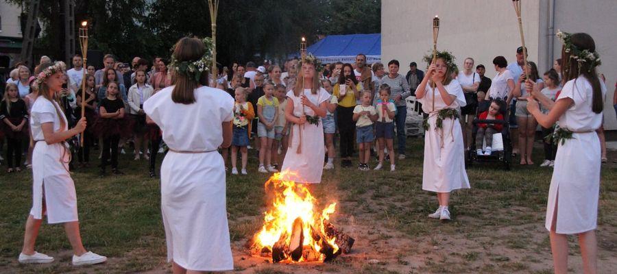 Jedną z cyklicznych imprez plenerowych organizowanych przez Miejsko-Gminny Ośrodek Kultury w Białej Piskiej jest Noc Świętojańska