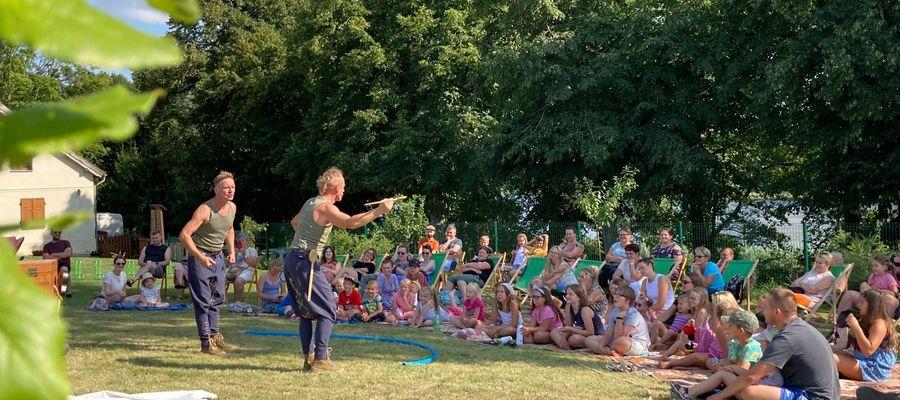 W Ogródku, w miniony weekend, Czesiek i Wiesiek bawili najmłodszych przedstawieniem Teatru Delikates