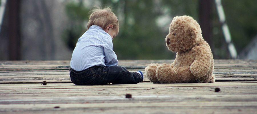 Zgubione dziecko przeżywa ogromny lęk i stres