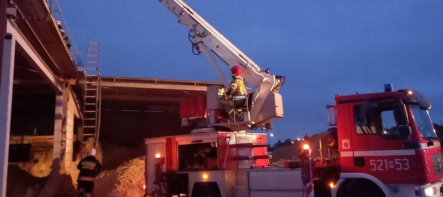 """Groźny pożar w zakładach """"Prawda"""" w Olecku. Palił się budynek kotłowni"""