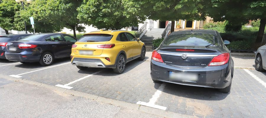 Parking przy ul. Dąbrowszczaków
