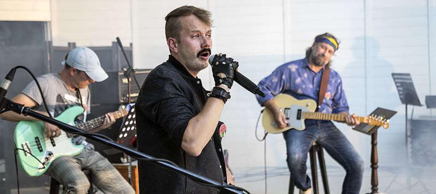 W minioną niedzielę na scenie muszli koncertowej wystąpił Mikołaj Ostrowski z zespołem