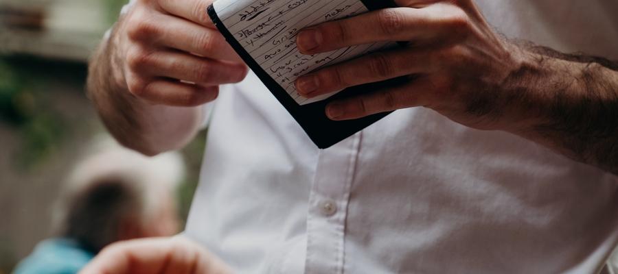 Kelner w Olsztynie zarabia ok. 30 zł na godzinę