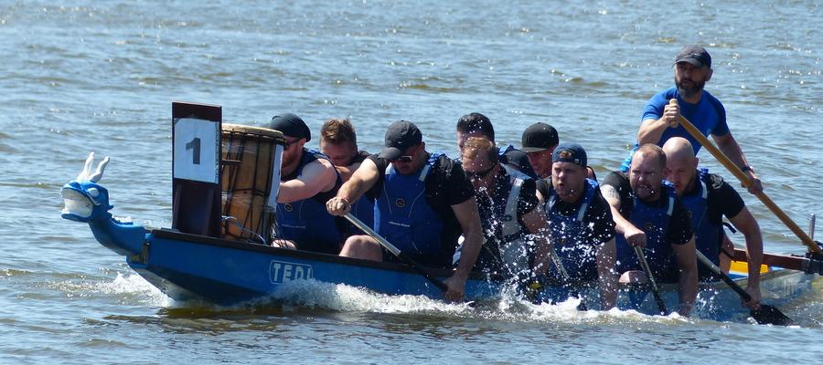 Wyścigi smoczych łodzi to widowiskowa, ale też wymagająca dużej siły dyscyplina sportowa