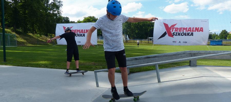 Zdjęcie z warsztatów deskorolkowych Xtremalna Iława, które odbyły się na skateparku w 2019 roku