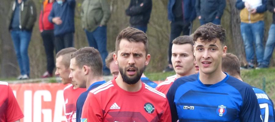 Jedną z bramek dla GKS-u Wikielec w meczu z Drwęcą zdobył Adrian Korzeniewski, tu w trakcie ligowego spotkania z Olimpią Zambrów