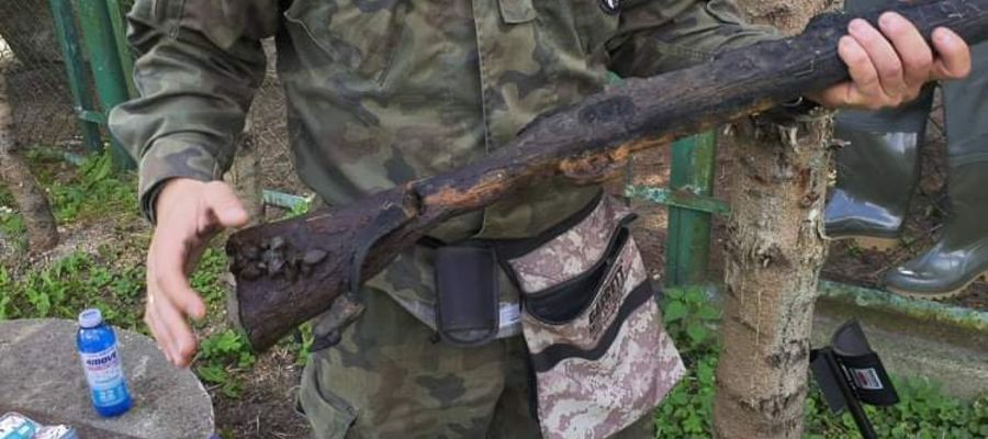 Akcja czyszczenia Pasłęki w Braniewie - wyłowiono broń z II wojny światowej.