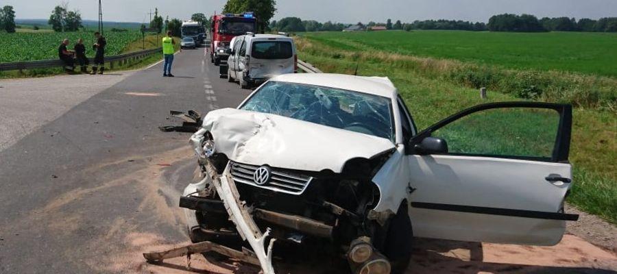 Zderzenie trzech aut. Dwie osoby ranne