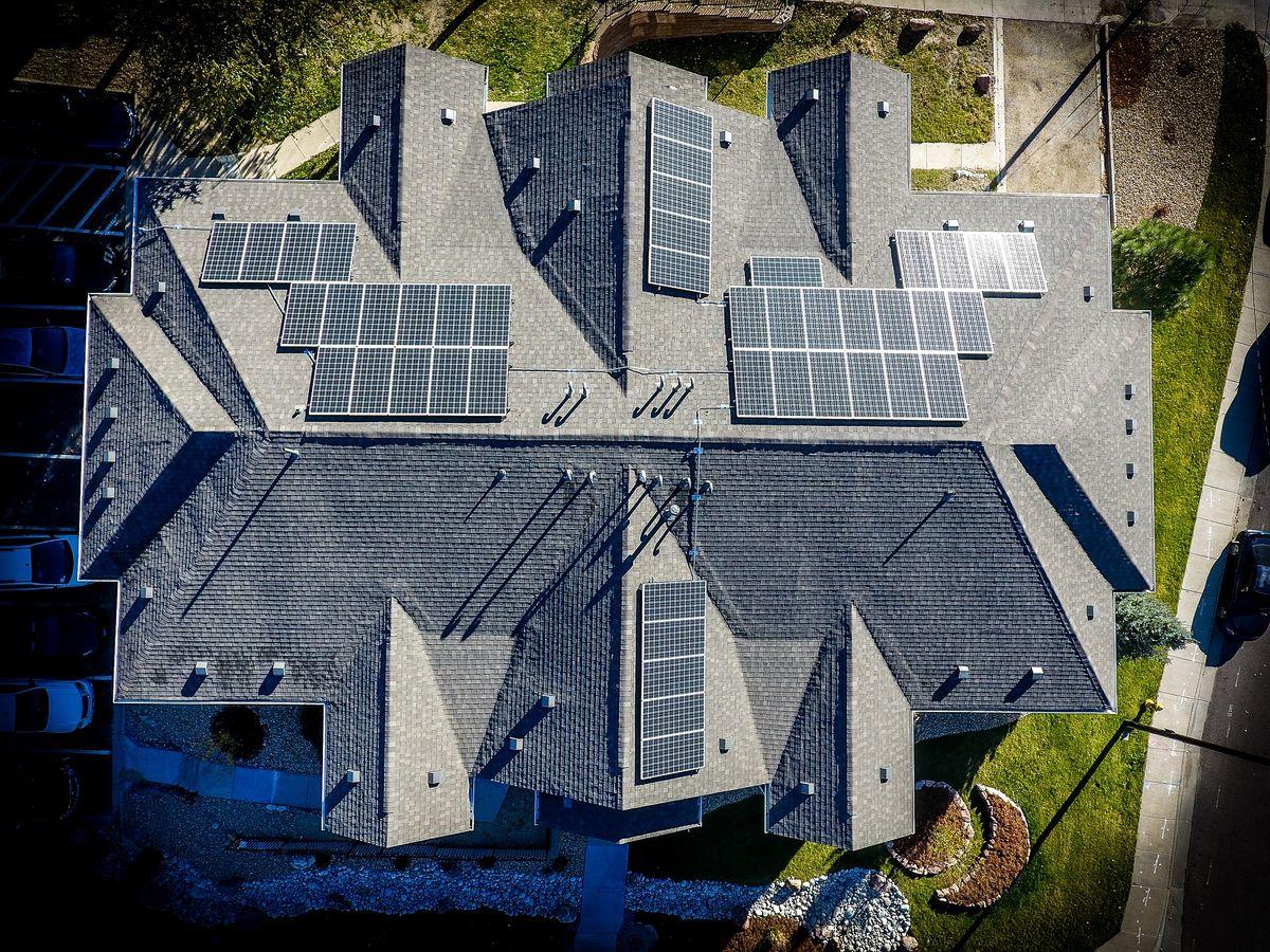 W Polsce możemy w pełni korzystać z energii słonecznej do wytwarzania prądu elektrycznego.