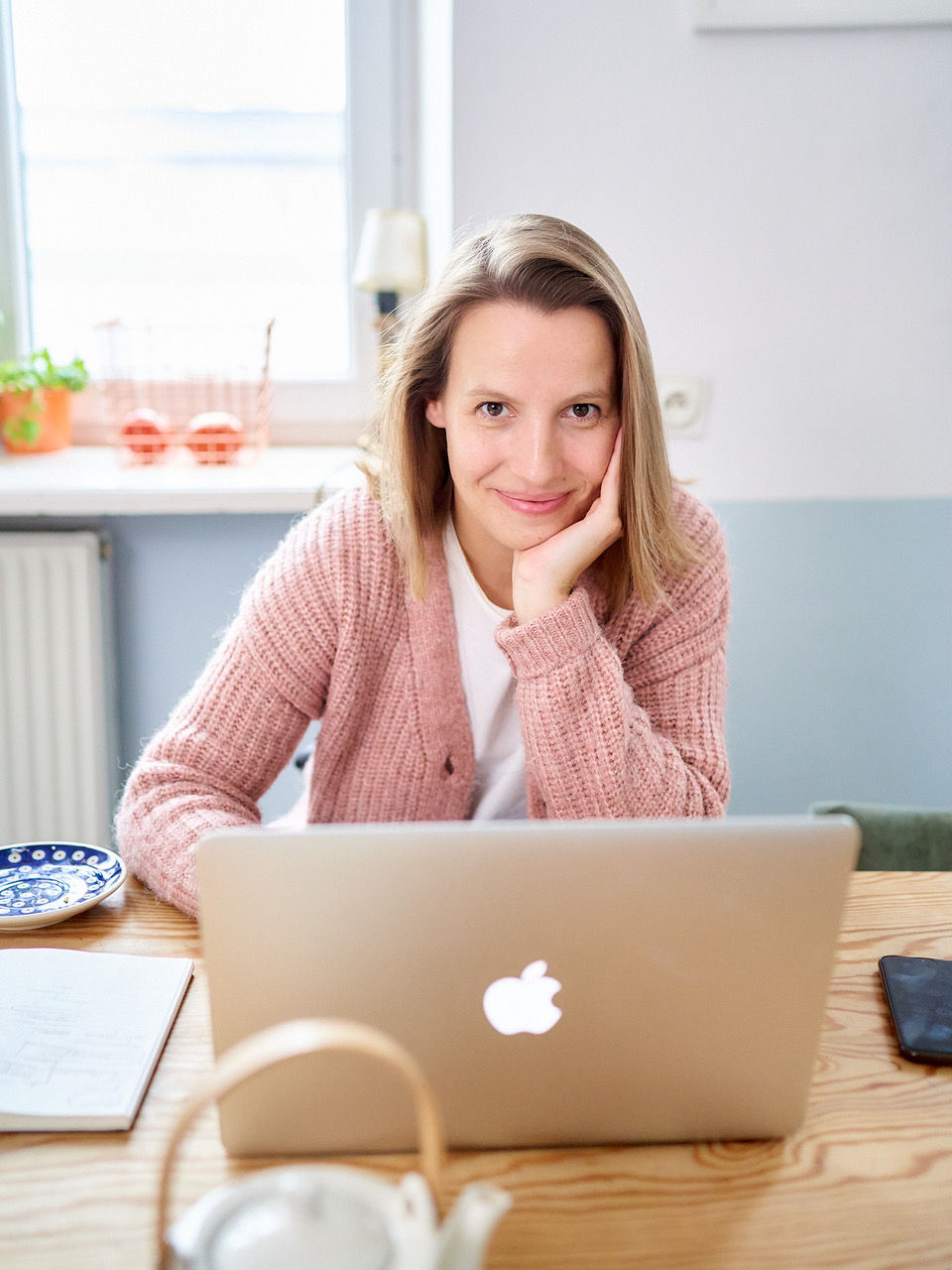 Bożena Kowalkowska – pochodzi z Lubawy. Absolwentka filologii polskiej na Uniwersytecie Warszawskim, dziennikarka, autorka książek. W lipcu nakładem Wydawnictwa Wielka Litera ukazała się jej najnowsza książka
