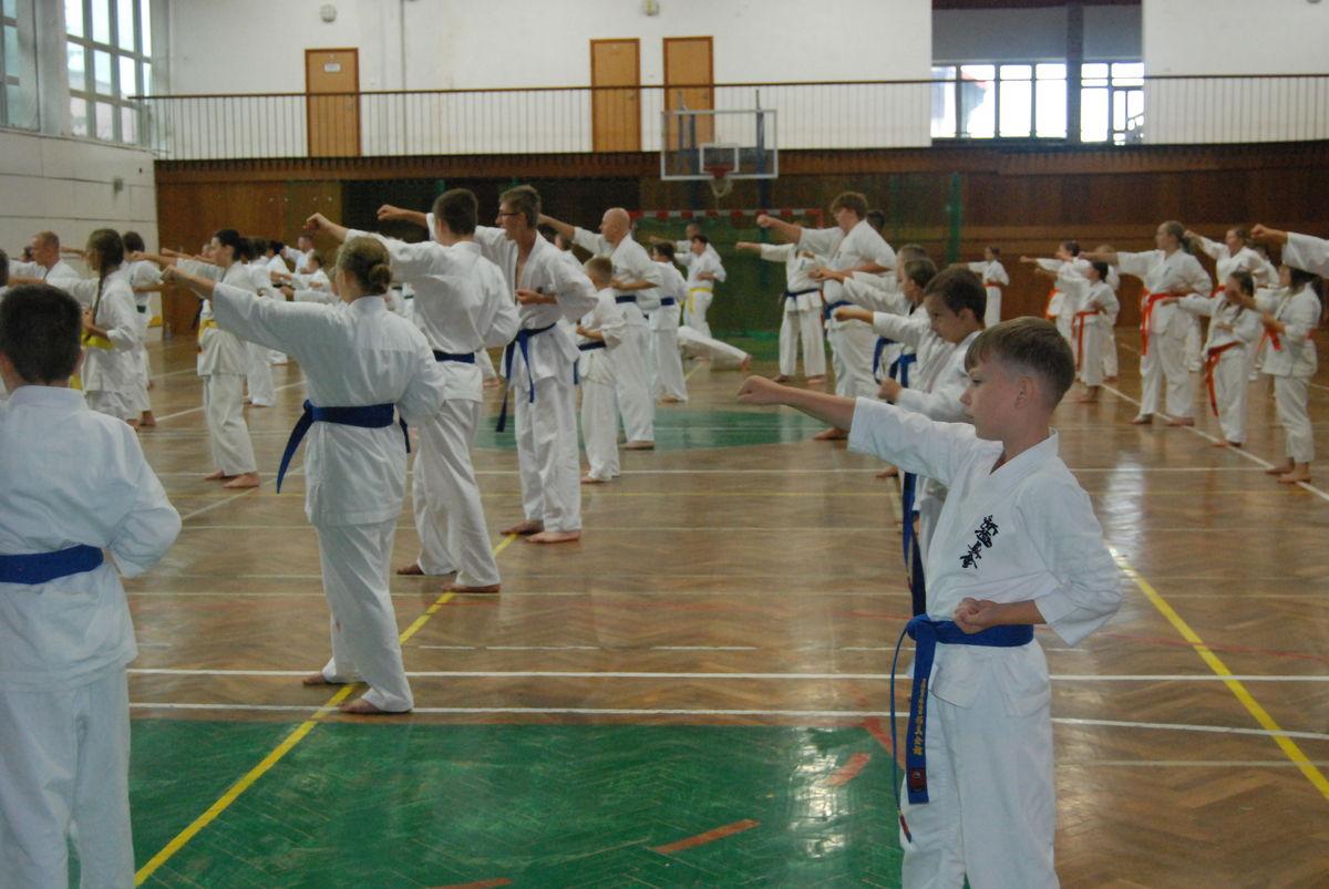 Uczestnicy korzystali z bazy sportowej, pogody oraz wielu atrakcji i konkursów