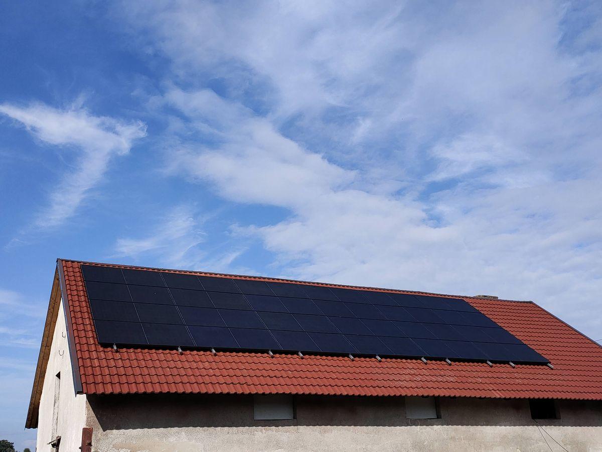 Decyzja o instalacji fotowoltaiki oznacza oszczędność pieniędzy, niezależność energetyczną i troskę o środowisko. Dlatego warto!