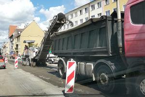 Centrum Olsztyna zakorkowane. Zrywają asfalt na ulicy Kętrzyńskiego