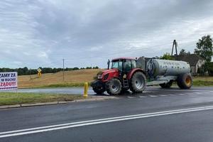 Trwa protest rolników. Podpowiadamy kierowcom, jak ominąć zamknięty odcinek DK 15
