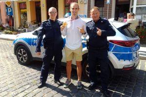 Policjanci przechwycili olimpijskiego mistrza. W Reszlu był witany z honorami