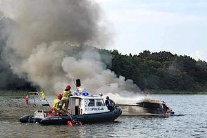 Motorówka stanęła w płomieniach