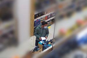 Policja szuka mężczyzny, który w Olsztynie ukradł narzędzia. Poznajesz go? [VIDEO]