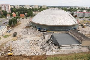 Wchodzimy na plac budowy hali Urania w Olsztynie. Budowlańcy wjechali z ciężkim sprzętem [ZDJĘCIA]