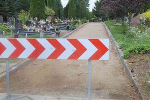 Dyrektor Cmentarzy Komunalnych w Olsztynie apeluje do mieszkańców o oszczędne dekorowanie grobów