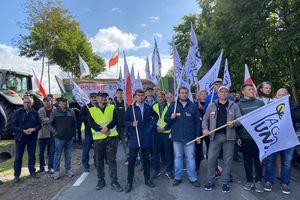 Blokada DK15 w Sampławie. Trwa 24 godzinny protest rolników [VIDEO, FOTO]