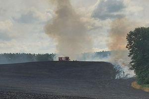 Strażacy gasili płonące ściernisko