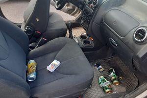 Puszki po piwie i pijany kierowca w roverze