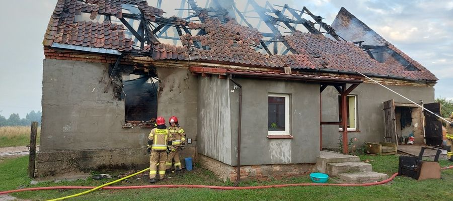 Zniszczeniu uległ m.in. dach budynku