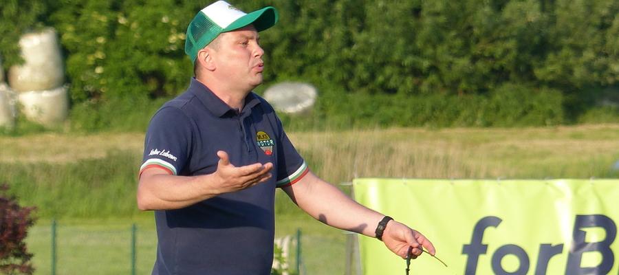 Trener Motoru Lubawa Krzysztof Malinowski spotkanie z Huraganem kończył z czerwoną kartką na koncie, którą ujrzał po obejrzeniu dwóch żółtych