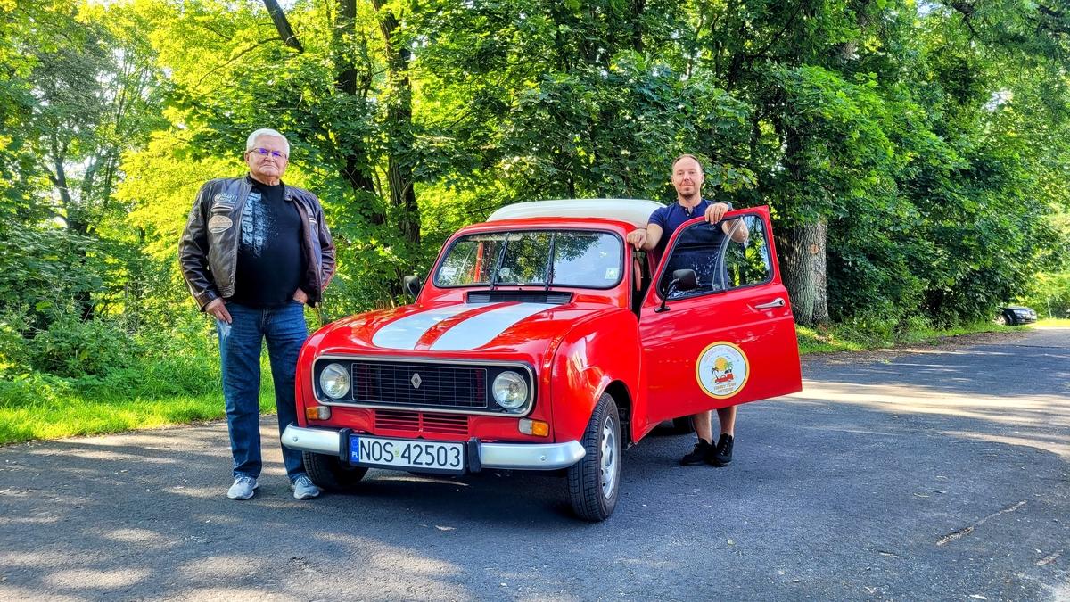 Marcin Pietrzak z przyjacielem mechanikiem Mirkiem Szymankiewiczem