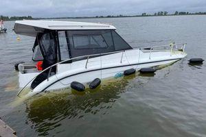Ratownicze motopomy ocaliły houseboat'a