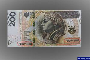 Policjanci ostrzegają przed fałszywymi banknotami
