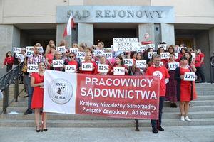 Pracownicy sądowi w Olsztynie nie odpuszczają. Chcą podwyżek pensji o 12 procent