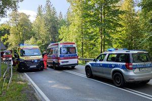 Motocyklista jechał na czołówkę z samochodem. Droga w Ługwałdzie koło Olsztyna zablokowana [ZDJĘCIA]