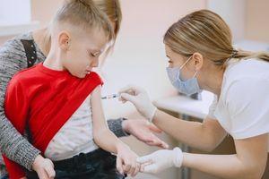 Falstart szczepień dzieci powyżej 12. roku życia w szkołach