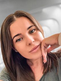 Angela Santini, Polka mieszkająca w Londynie, autorka książki
